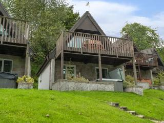 VALLEY 47 LODGE, hot tub, shared heated swimming pools, balcony with views, Gunnislake, Ref 4545 - Gunnislake vacation rentals