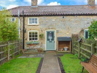 THE COTTAGE cosy accommodation, romantic retreat, enclosed garden in Lincoln Ref 904881 - Lincoln vacation rentals