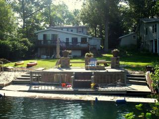 Laporte Pine Lake 4 bedroom Retreat! 1 hr Chicago - LaPorte vacation rentals