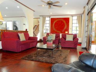 LUXURY SERVICED HOUSE CITY CENTRE - Bangkok vacation rentals