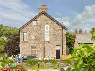 CHURCH VIEW, apartment, woodburner, enclosed patio, WiFi, in Grange-over-Sands, Ref 924624 - Grange-over-Sands vacation rentals