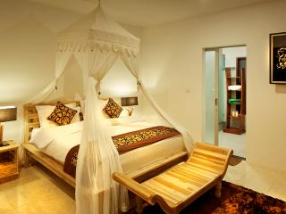 2BD villa Seminyak/Oboroi, 50meters to the beach - Seminyak vacation rentals