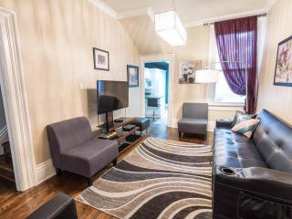 3 bedrooms Luxury Victorian Townhouse in Downtown Toronto - Toronto vacation rentals